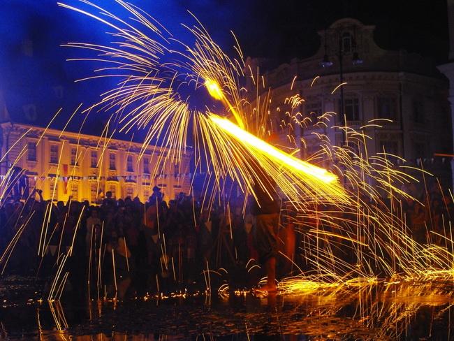 crispus-show-foc-flacari-pirotehnic