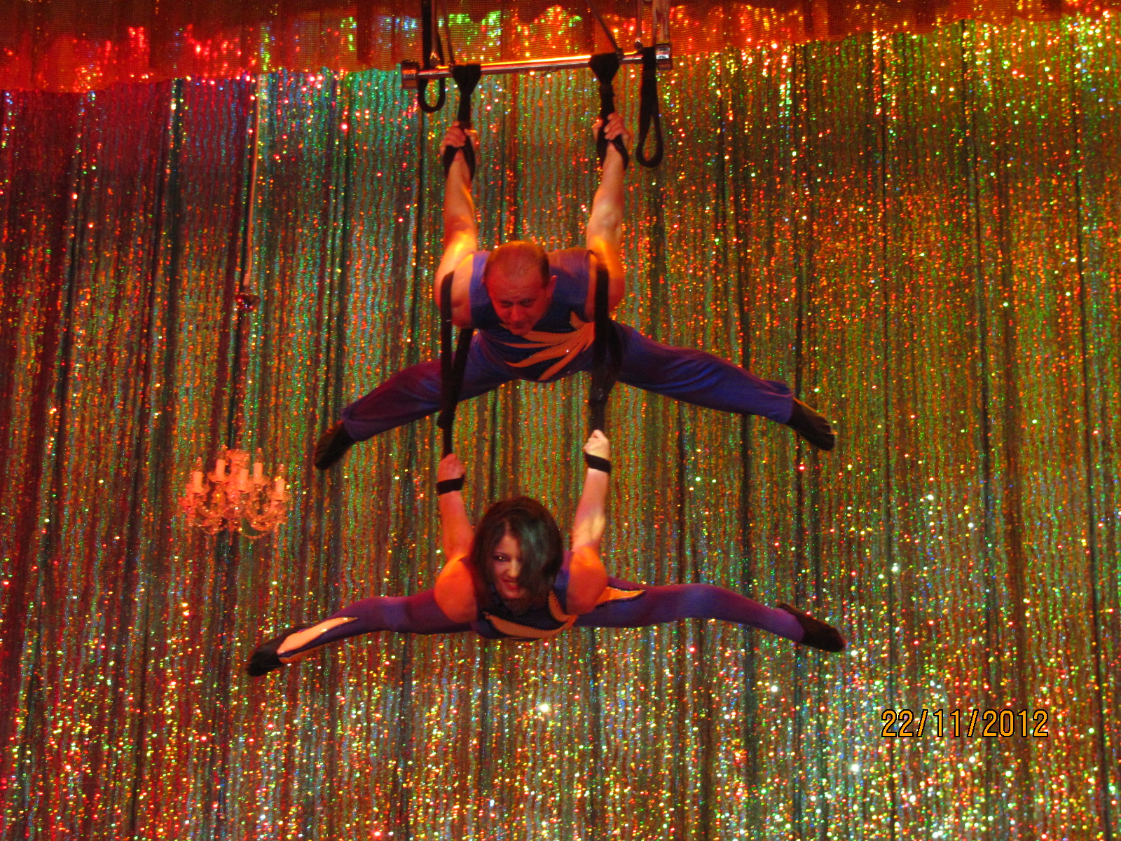 duo-dinica-acrobatie-aeriana-trapez-show-artisti-circ